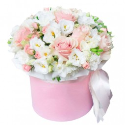 Box with Roses and Eustomas